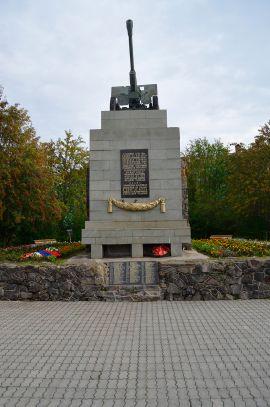 Производство и укладка тротуарной плитки в Мурманске. Памятник пушка